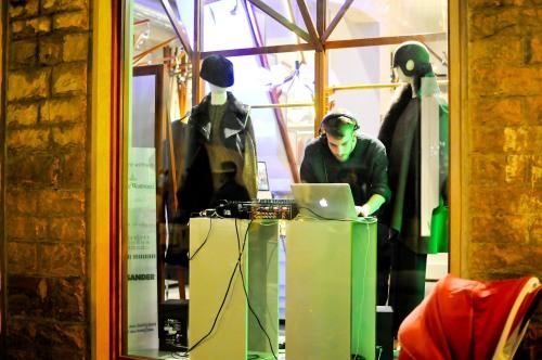 live DJ i skyltfönstren!